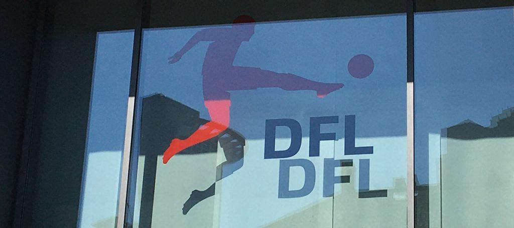 DFL-Logo vor Eingang zur DFL-Geschäftsstelle
