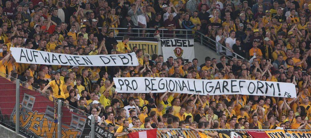 Spruchband von Fans zur Regionalligareform