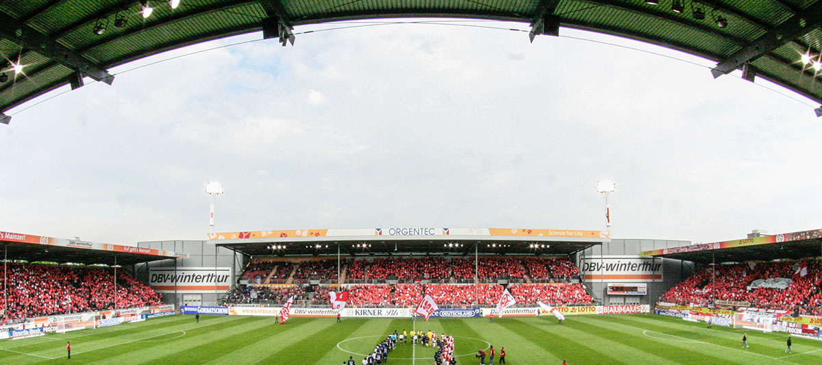 Bruchweg-Stadion mit Fans