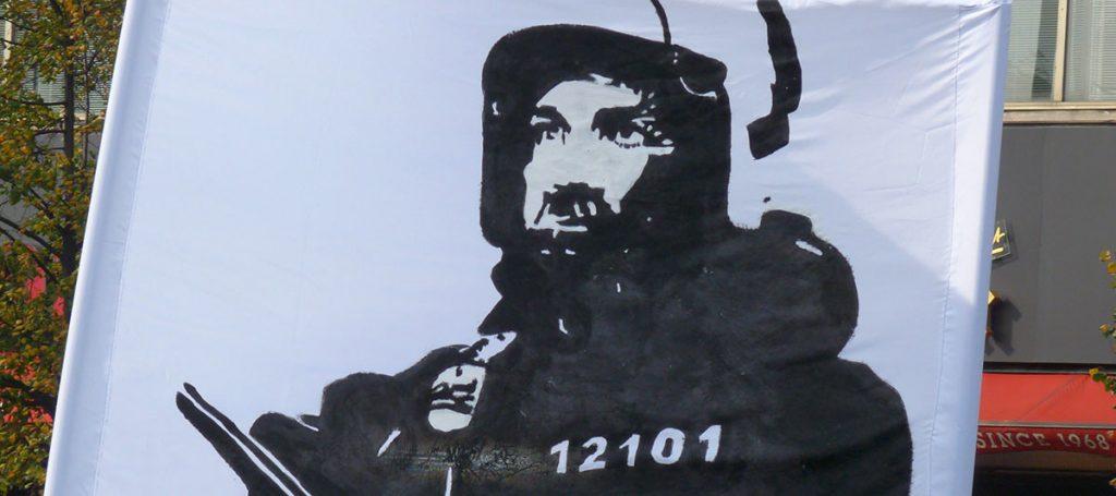 Transparent mit Polizist